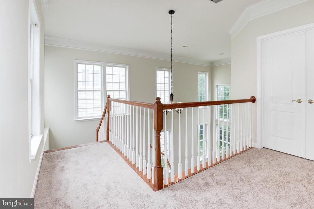 Upper/Bedroom hallway - 42918 PARK BROOKE CT, BROADLANDS