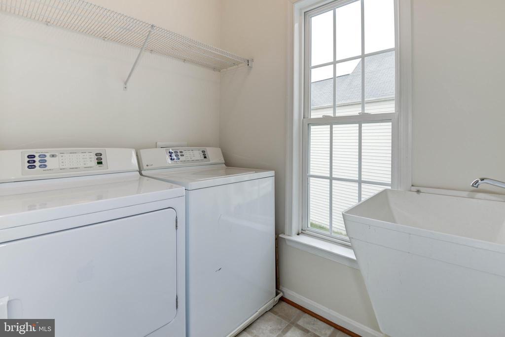 Bedroom level laundry - 42918 PARK BROOKE CT, BROADLANDS