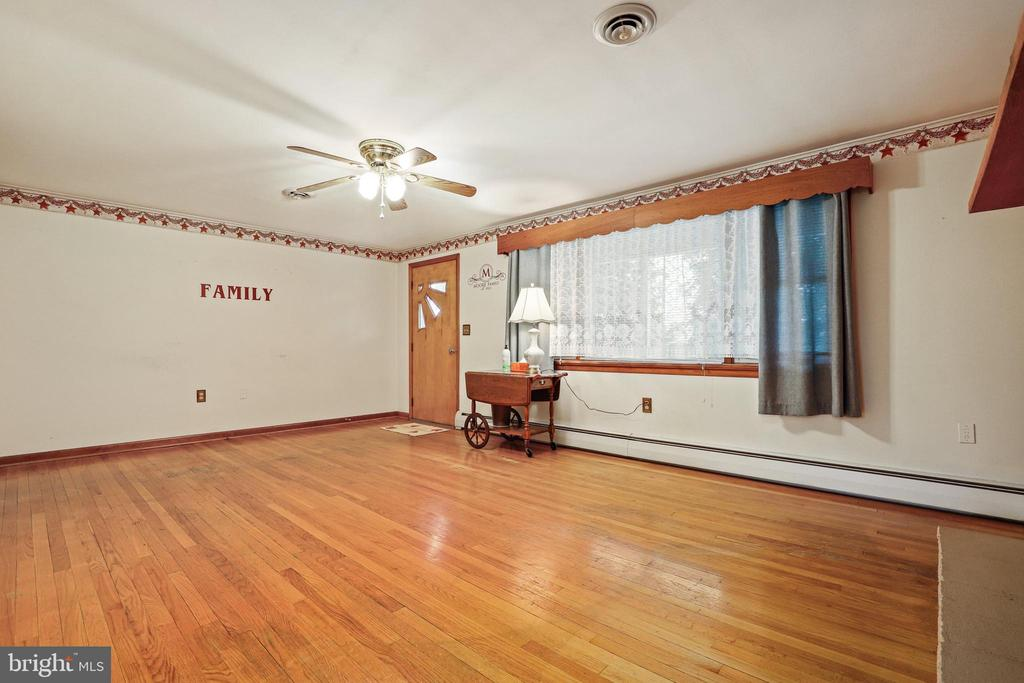 Another ceiling fan - nice! - 13709 STRAFFORD DR, THURMONT