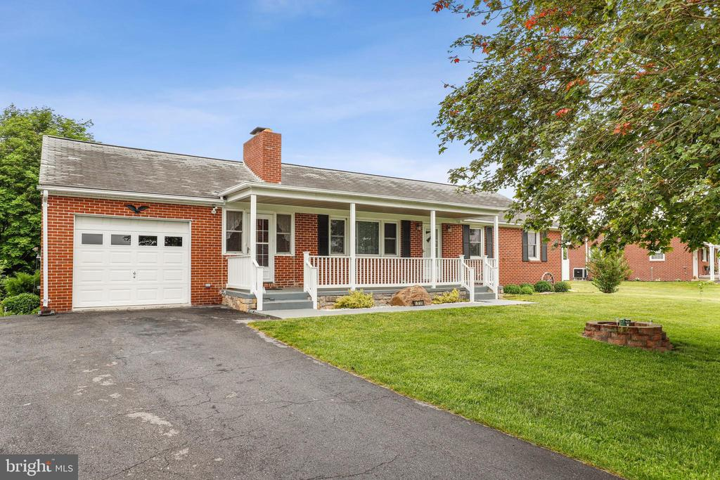 Welcome in! - 13709 STRAFFORD DR, THURMONT