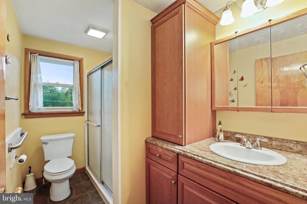 Updated bath - granite and tile floors - 13709 STRAFFORD DR, THURMONT
