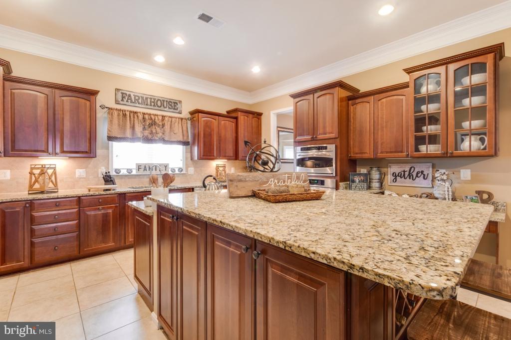 Chef Kitchen / Large Granite Island - 42063 MIDDLEHAM CT, ASHBURN