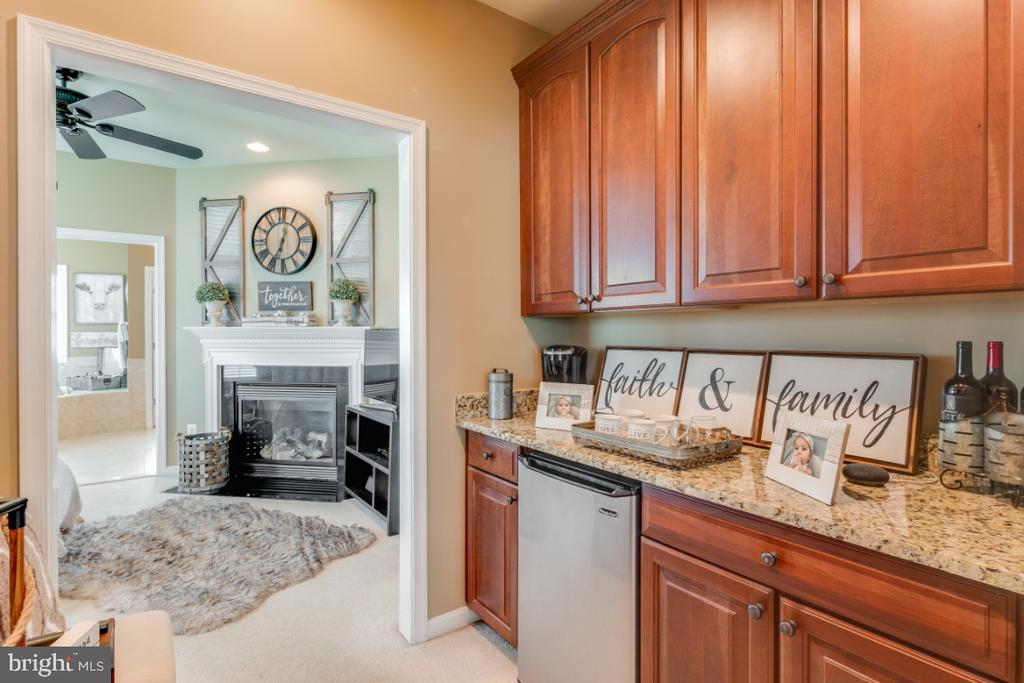 Great Coffee Bar in the Owners Luxury Suite - 42063 MIDDLEHAM CT, ASHBURN