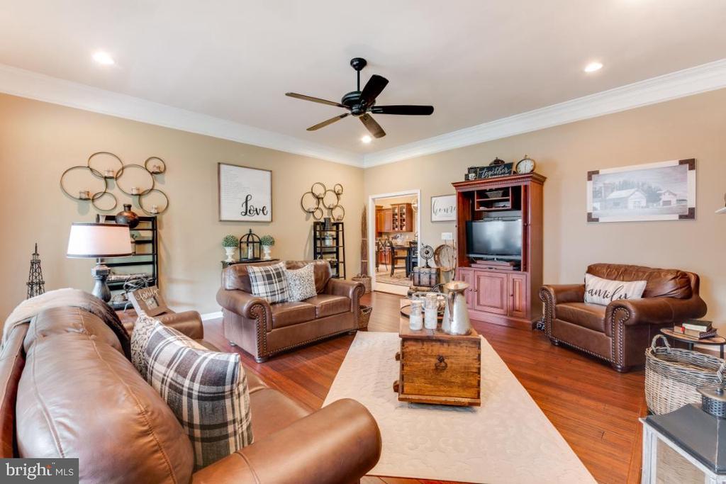 Family Room w/ Hardwood Flooring - 42063 MIDDLEHAM CT, ASHBURN