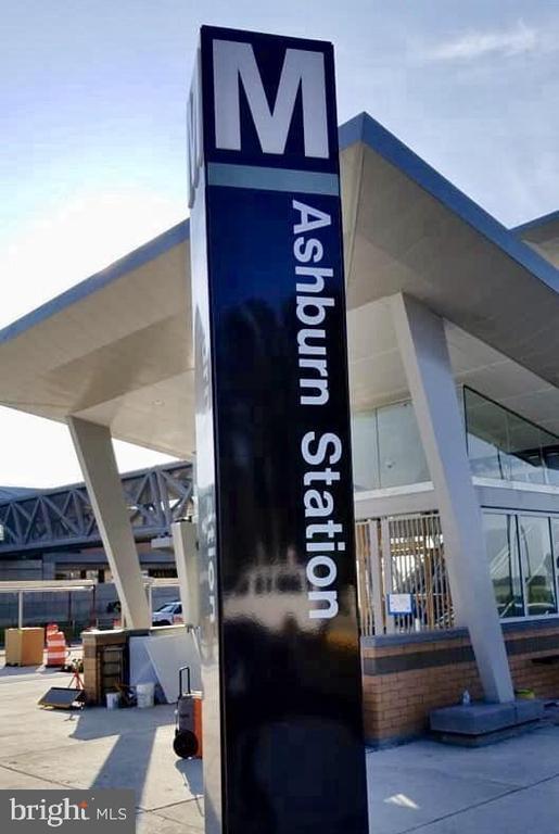 Close to Ashburn station - 42918 PARK BROOKE CT, BROADLANDS