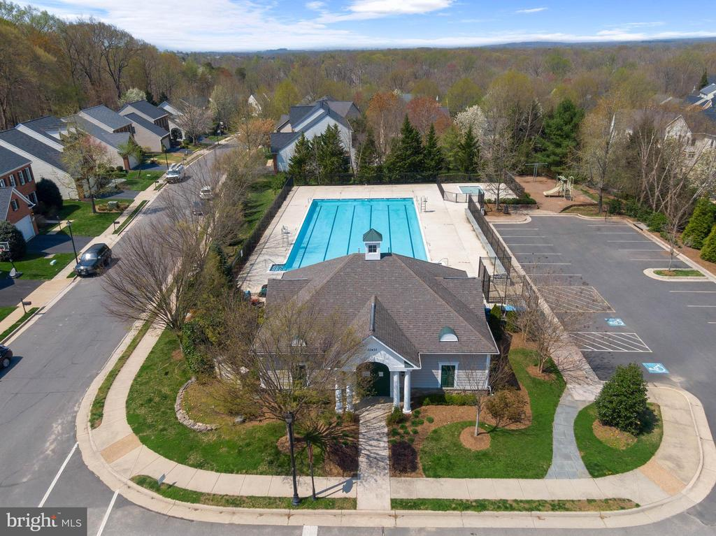 Rivercrest Pool, Kiddie Pool, and Tot Lot - 47273 OX BOW CIR, STERLING