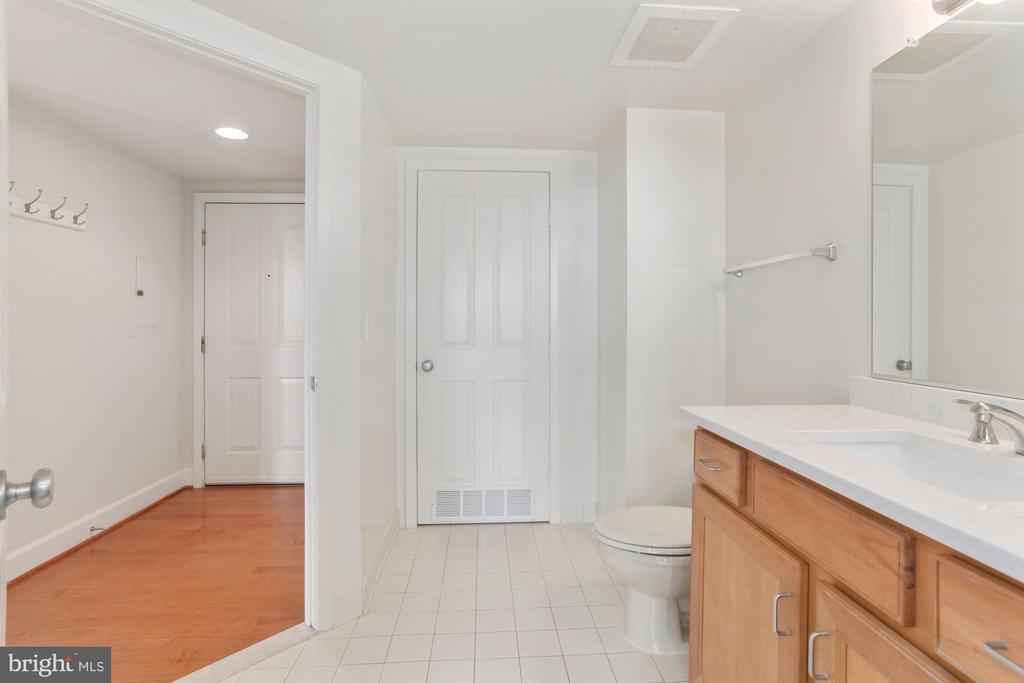 Access to Hallway - 1201 N GARFIELD ST #516, ARLINGTON