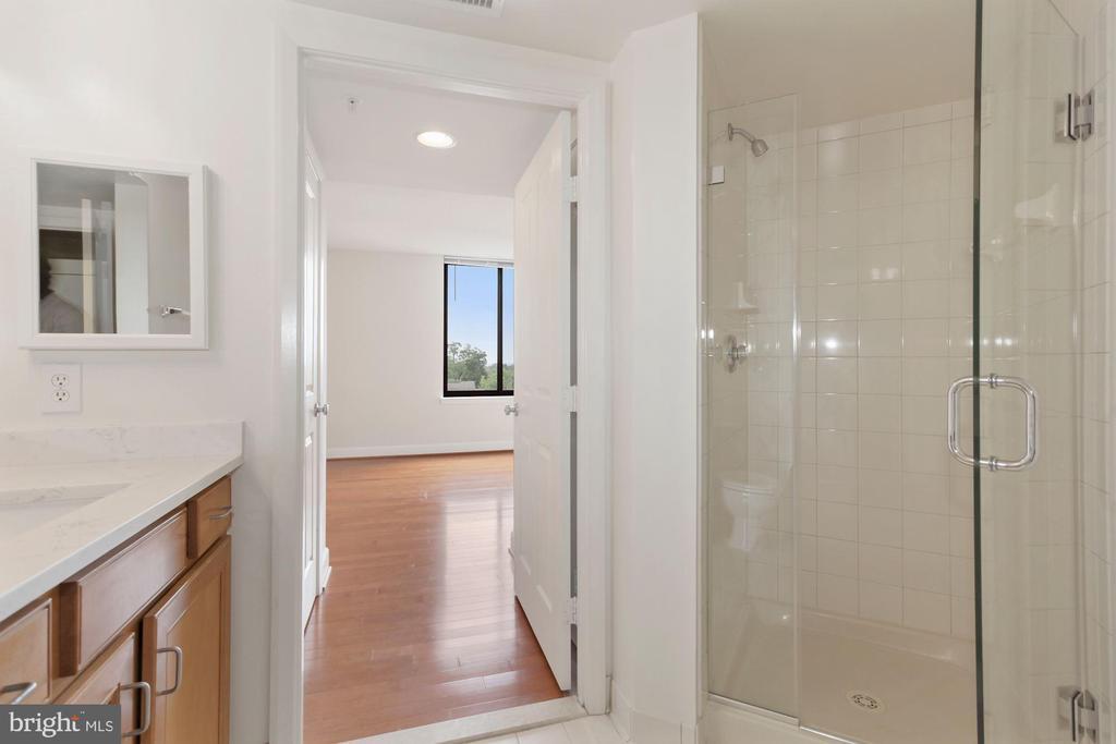 Access to Bedroom 2 - 1201 N GARFIELD ST #516, ARLINGTON