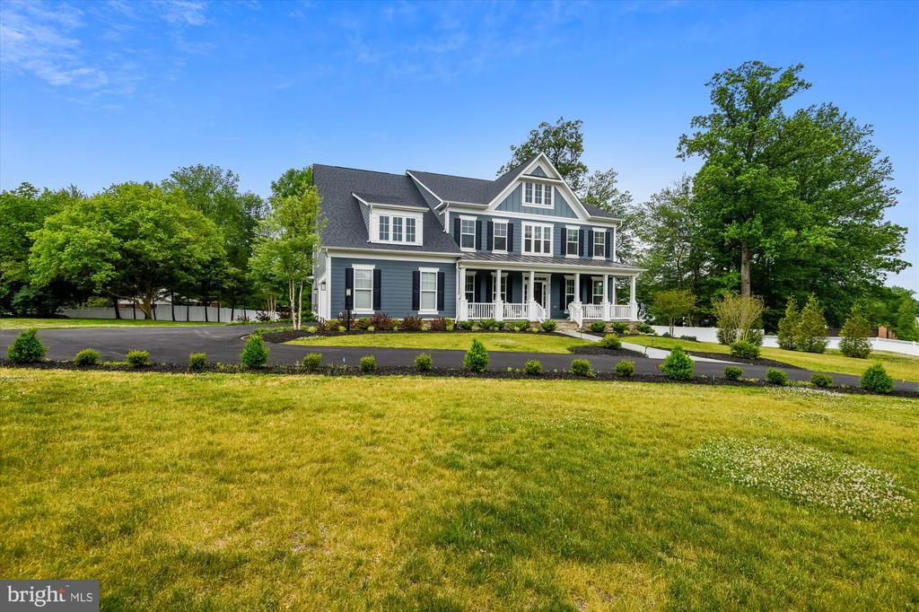 Huge lot with exquisite charm - 3122 BARKLEY DR, FAIRFAX
