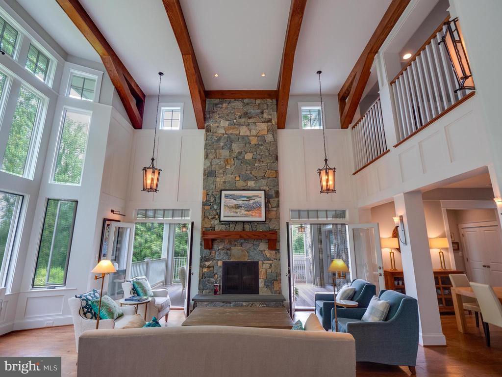 Floor to ceiling Fire place with stone surround - 4651 35TH ST N, ARLINGTON