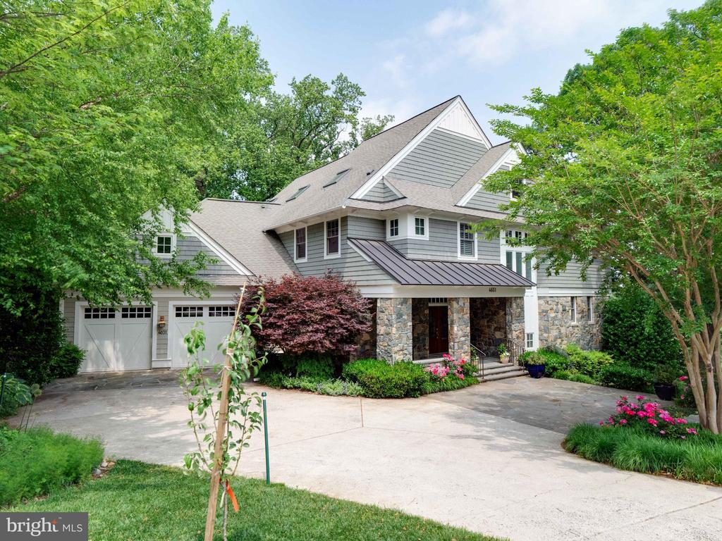 4651 35th St North...prepare to be wowed! - 4651 35TH ST N, ARLINGTON