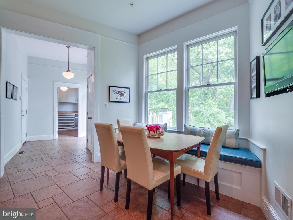 Casual Dining with hallway to rear deck - 4651 35TH ST N, ARLINGTON