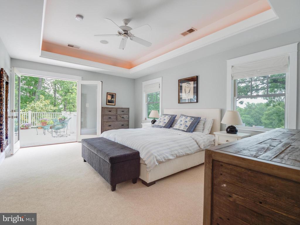Upper level primary bedroom - 4651 35TH ST N, ARLINGTON