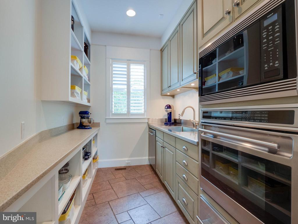 Talk about a pantry....this one is that and more - 4651 35TH ST N, ARLINGTON