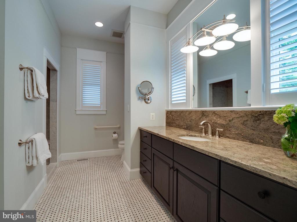 Main level full bath - 4651 35TH ST N, ARLINGTON
