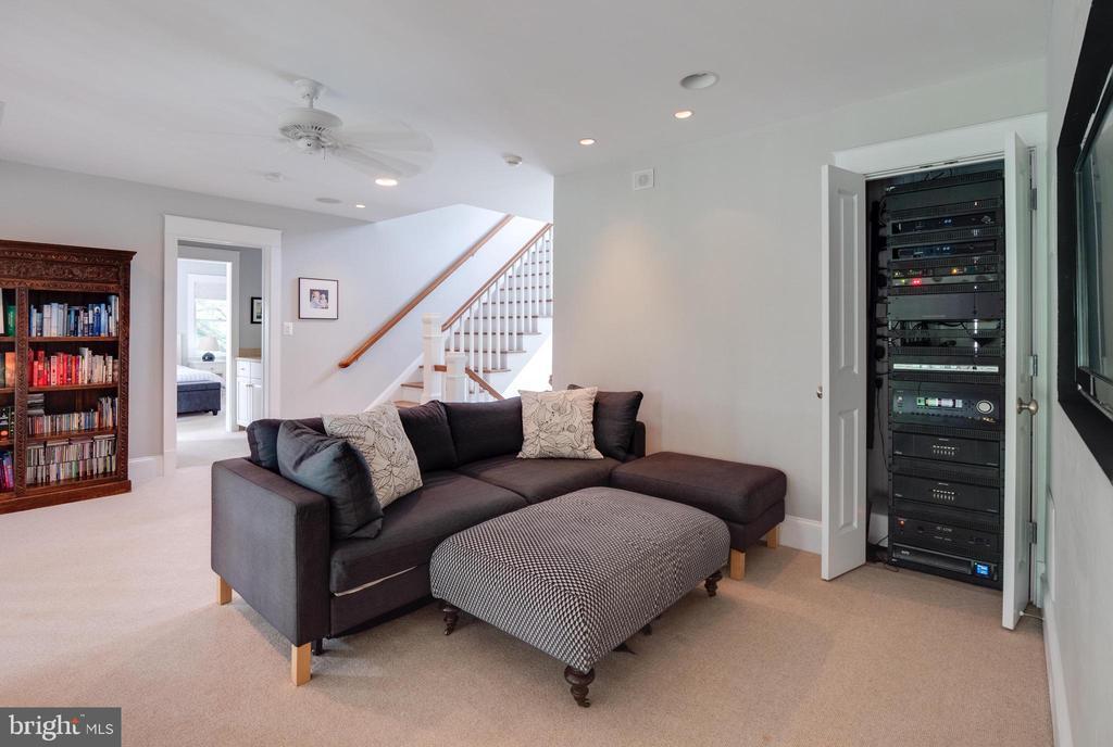 Upper level family room/get away - 4651 35TH ST N, ARLINGTON