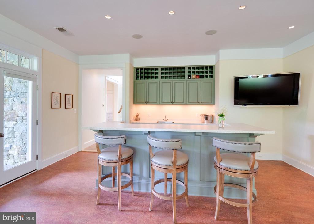 Lower level family room - 4651 35TH ST N, ARLINGTON