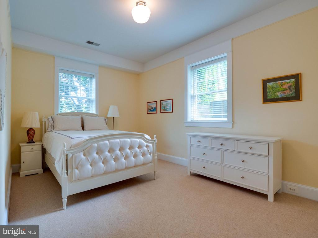 Lower Level bedroom - 4651 35TH ST N, ARLINGTON