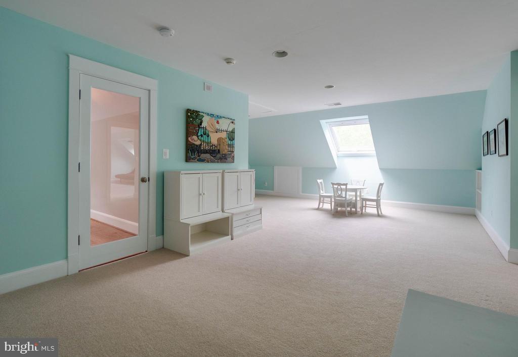 4th level bedroom suite - 4651 35TH ST N, ARLINGTON