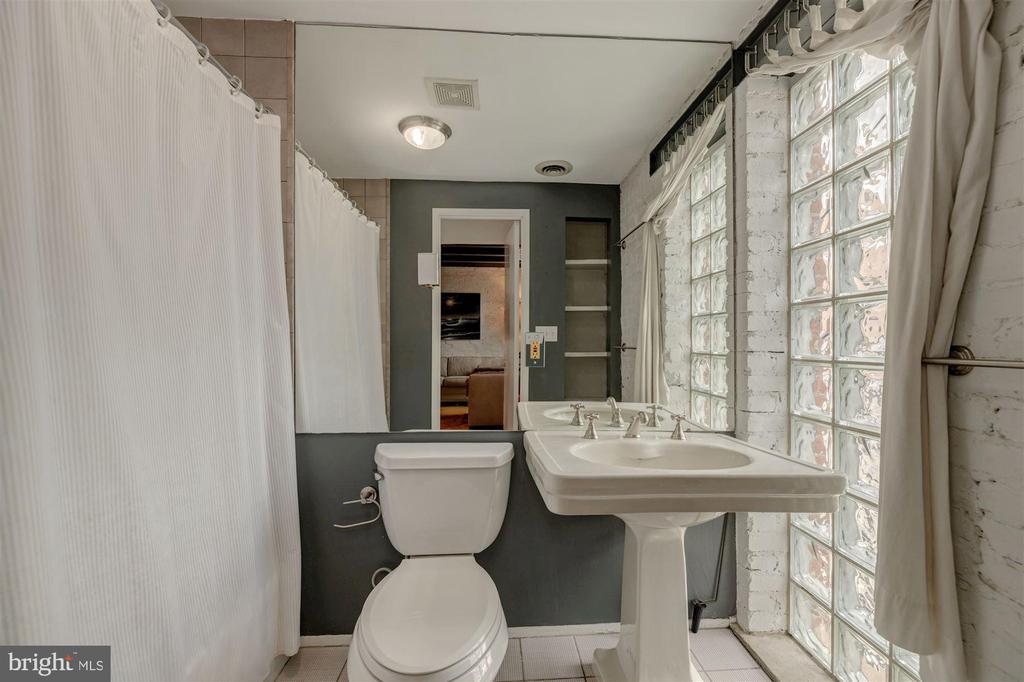 Main Level Bathroom - 1737 JOHNSON AVE NW #D, WASHINGTON