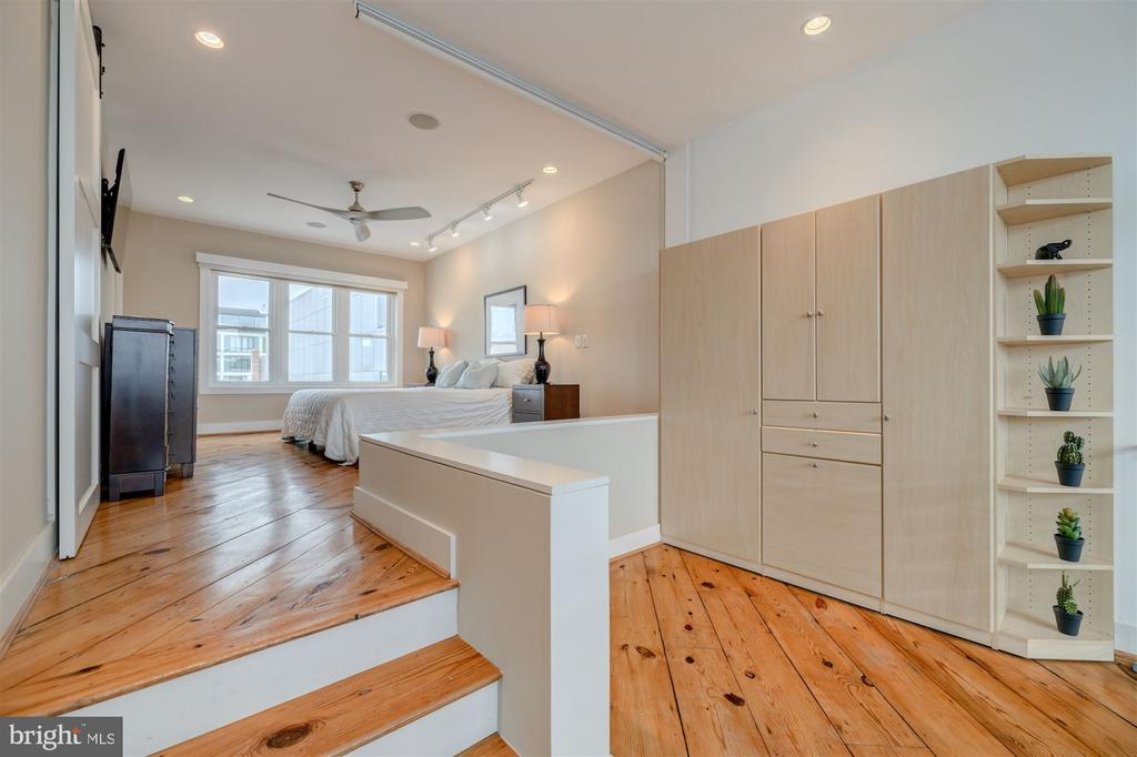 Owner's Bedroom/Sitting Area - 1737 JOHNSON AVE NW #D, WASHINGTON