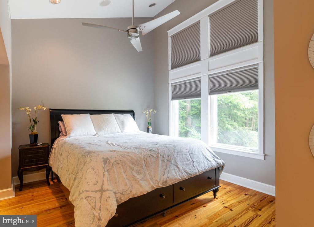 Bedroom  in  Au pair suite - 5075 POLK AVE, ALEXANDRIA