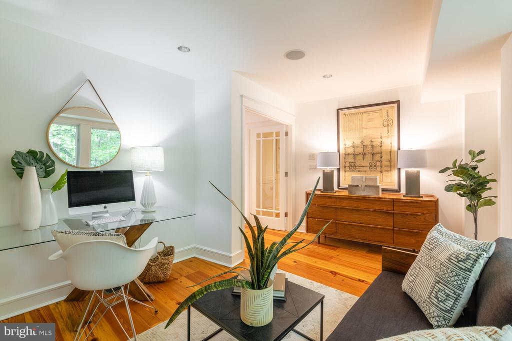 Spacious home office opens to private patio - 5075 POLK AVE, ALEXANDRIA