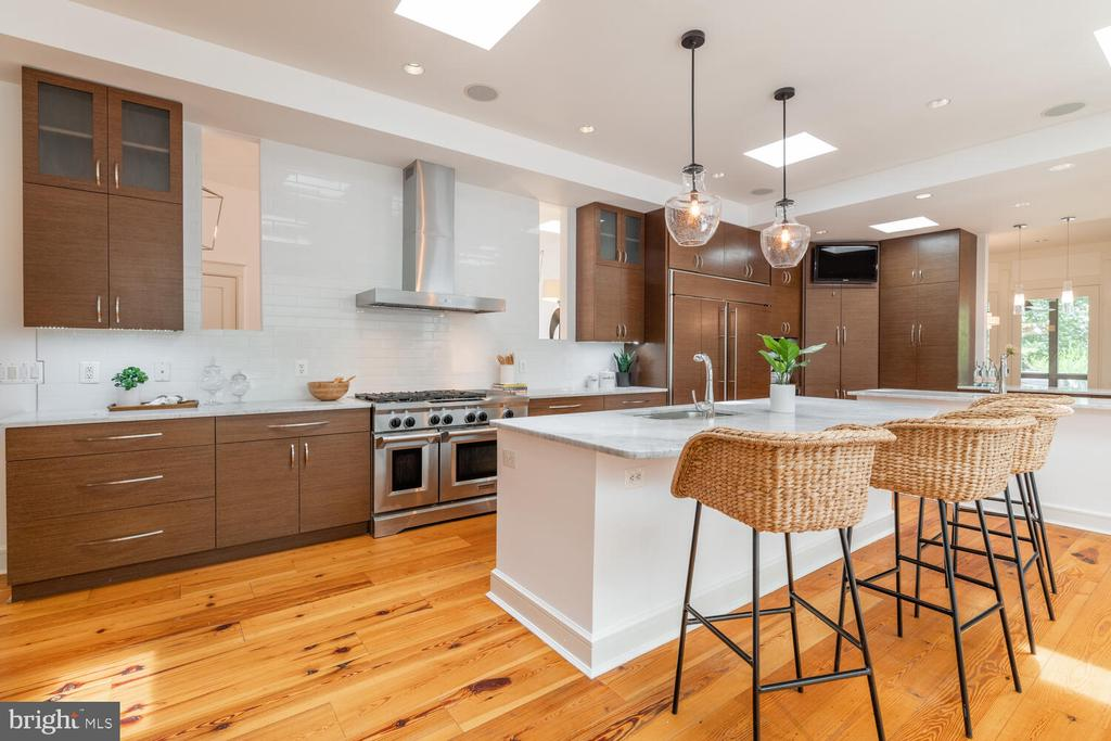 Kitchen with natural light and island - 5075 POLK AVE, ALEXANDRIA