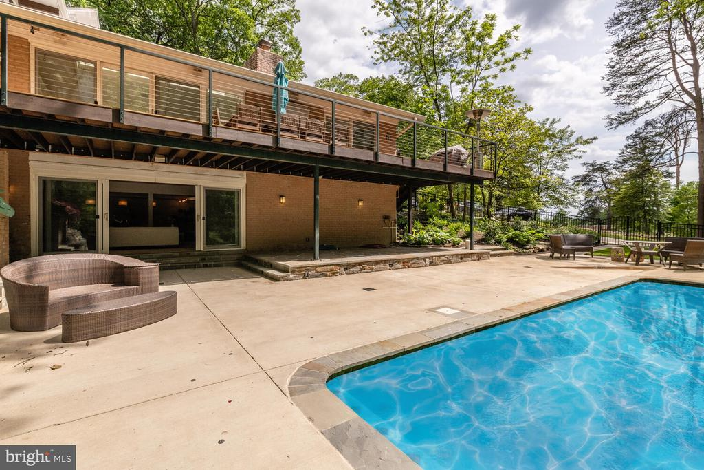 Backyard pool with lounging space - 5075 POLK AVE, ALEXANDRIA