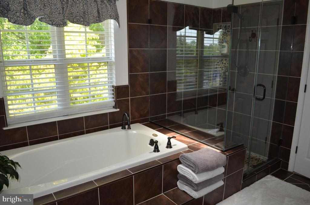 A true spa-feel! - 6304 SPRING FOREST RD, FREDERICK