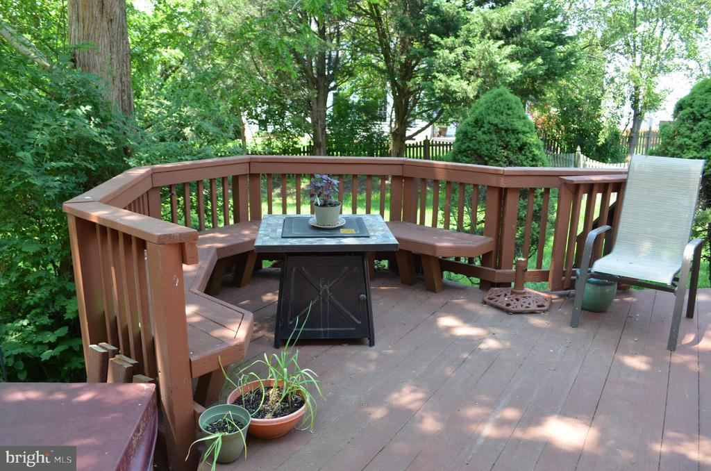 Outdoor living area for good conversation - 6304 SPRING FOREST RD, FREDERICK