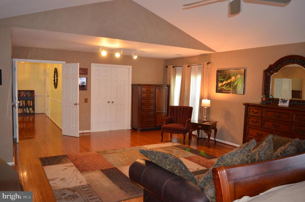 A truly luxurious owner's suite - 6304 SPRING FOREST RD, FREDERICK