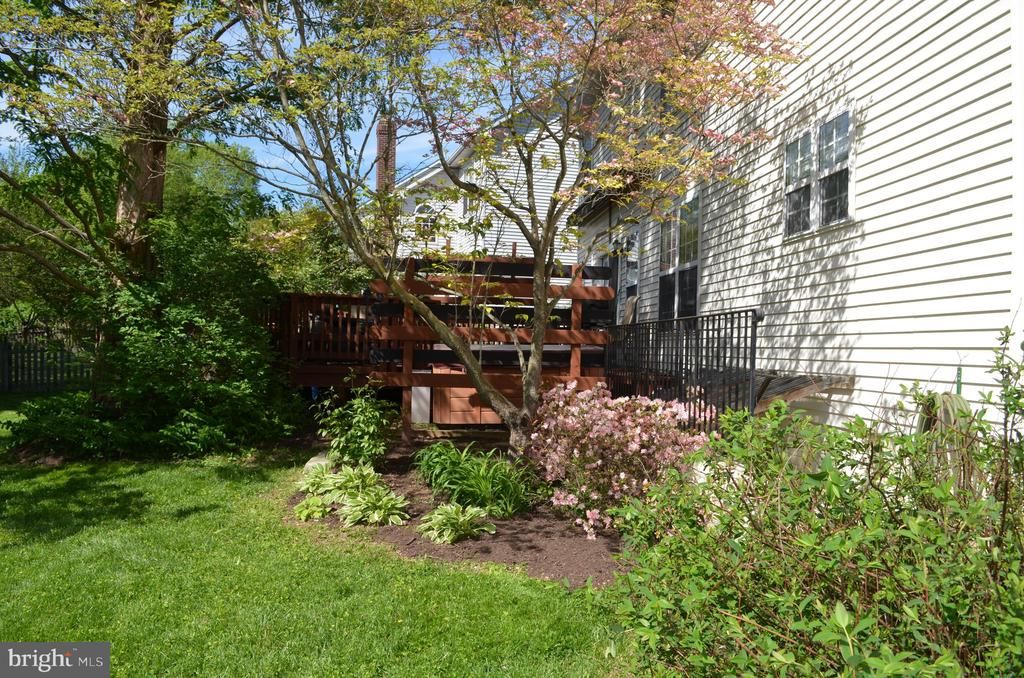 Beautiful yard - 6304 SPRING FOREST RD, FREDERICK