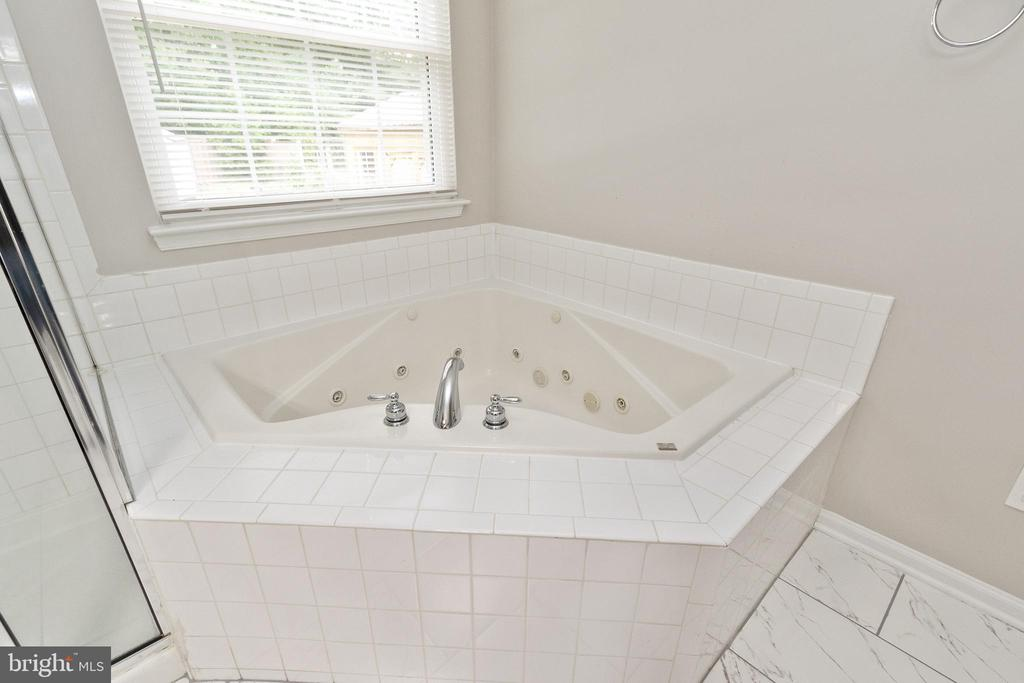 - 19227 FULLER HEIGHTS RD, TRIANGLE
