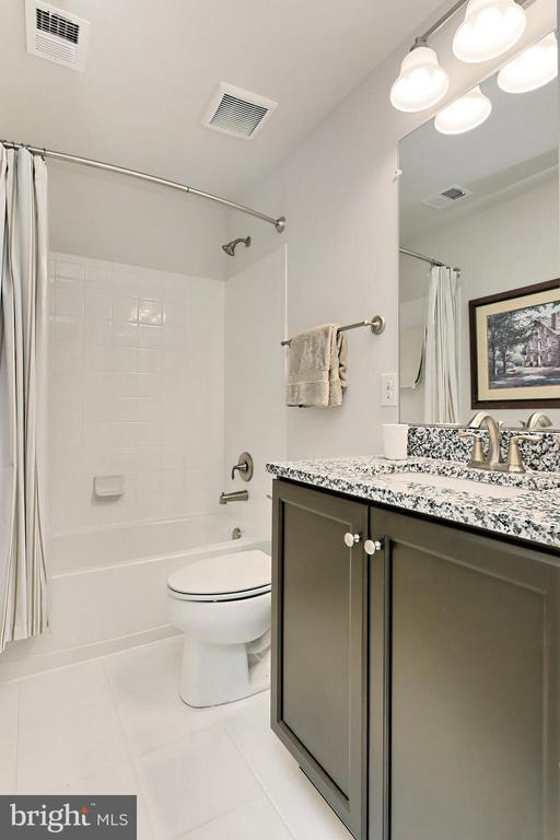 Convenient lower level full bath - 9552 KATELYN ZINN PL, BURKE