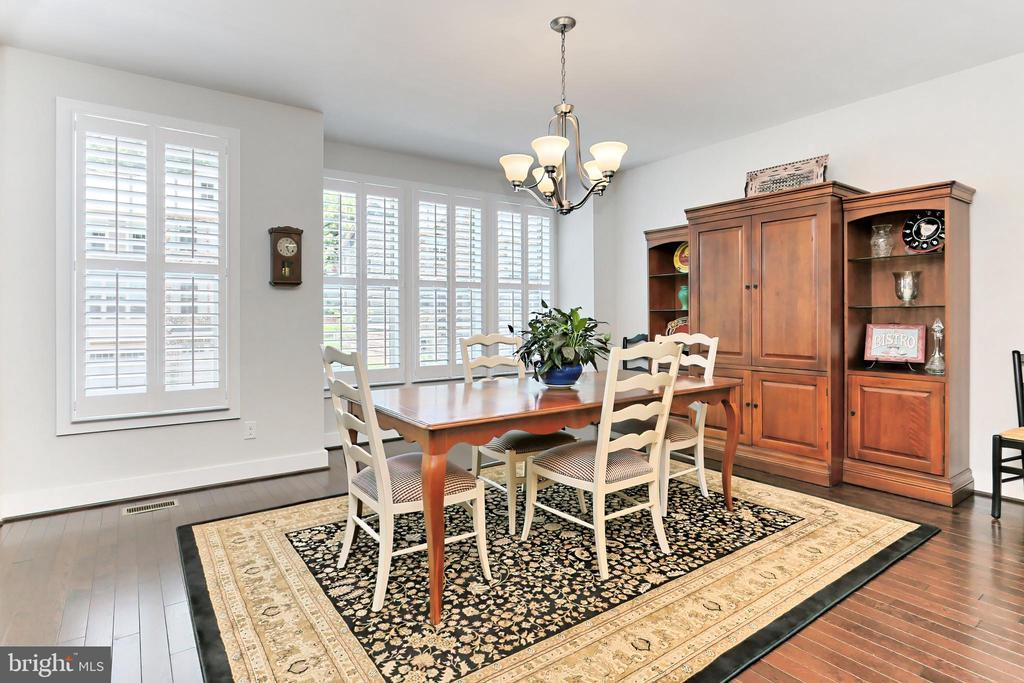 Dining area with bump out & wood shutters - 9552 KATELYN ZINN PL, BURKE