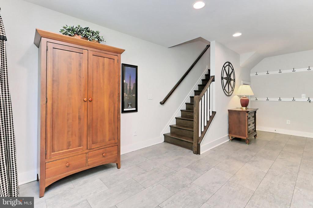 Lower level with lux vinyl tile & recessed lights - 9552 KATELYN ZINN PL, BURKE