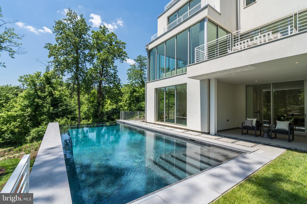 Infinity Pool - 4640 CATHEDRAL AVE NW, WASHINGTON