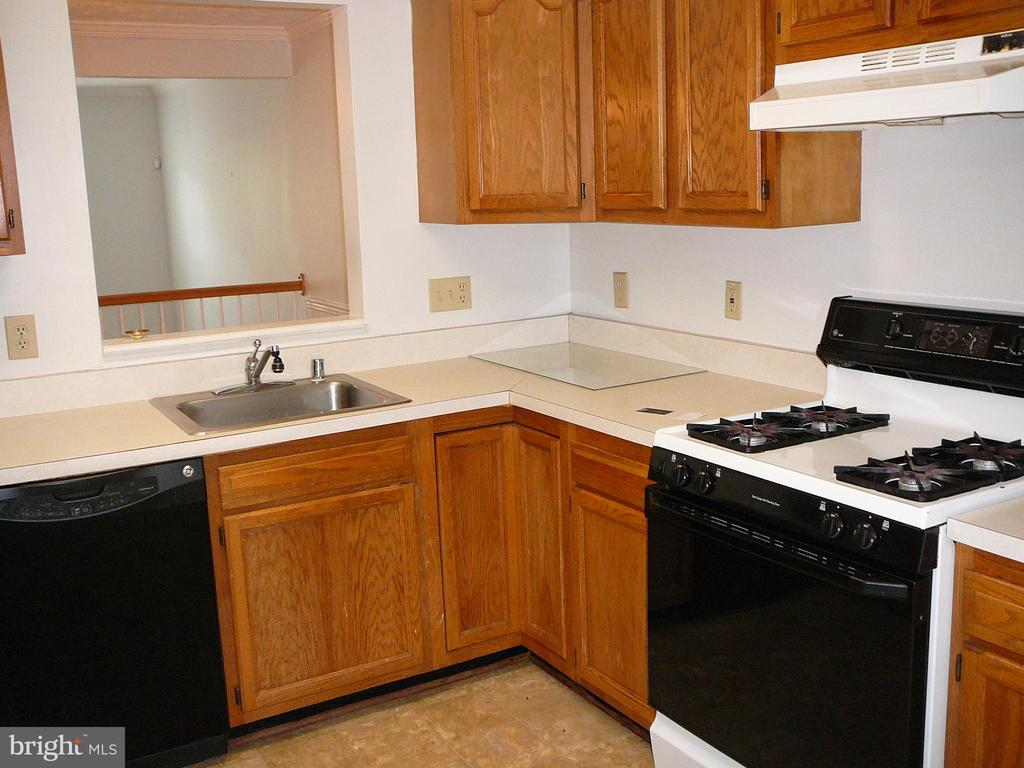 Gas Stove! - 208 ROVER CT, STAFFORD