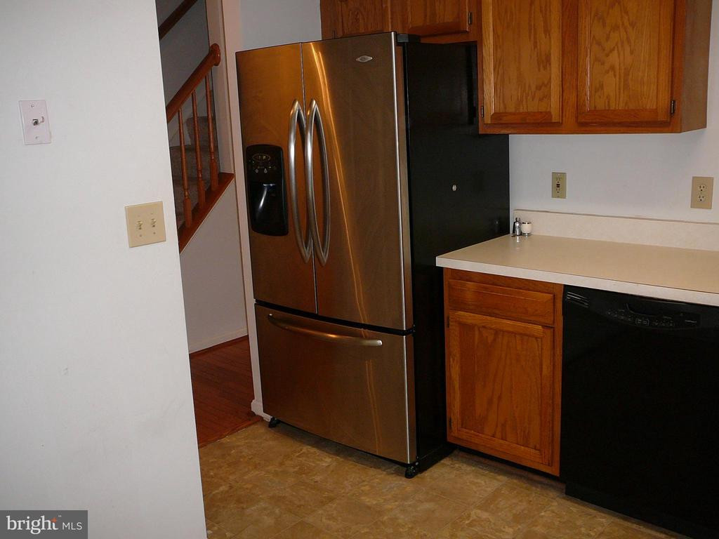 Newer Refrigeration! - 208 ROVER CT, STAFFORD