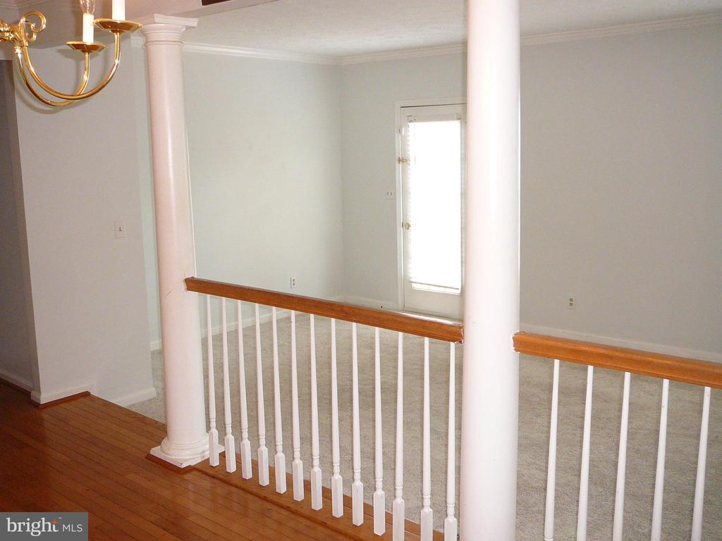 Butler window from the Kitchen to the Dining Rm! - 208 ROVER CT, STAFFORD