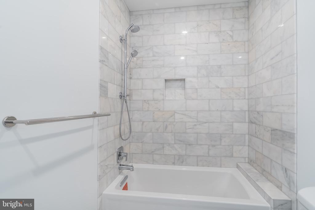 En suite bathroom - 3015 WHITEHAVEN ST NW, WASHINGTON