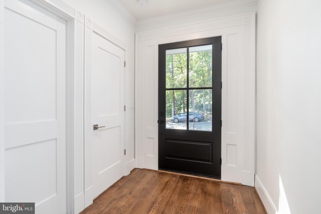 Foyer - 3015 WHITEHAVEN ST NW, WASHINGTON