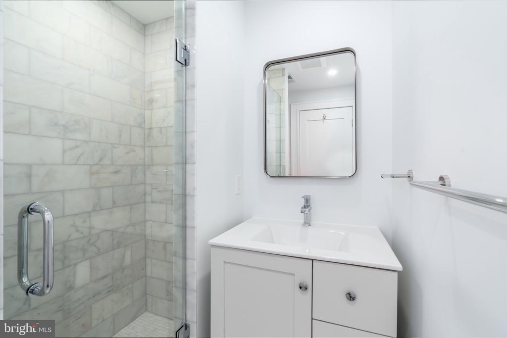 Bathroom - 3015 WHITEHAVEN ST NW, WASHINGTON