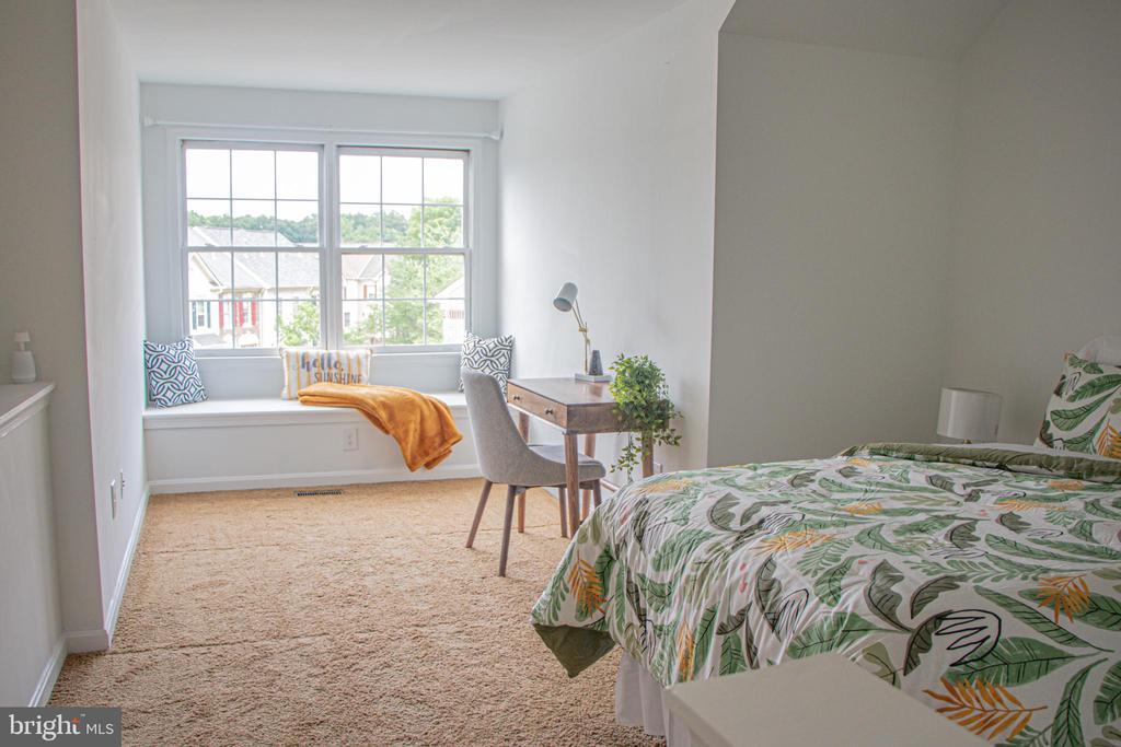 Sunny loft bedroom - 3020 KINGS VILLAGE RD, ALEXANDRIA