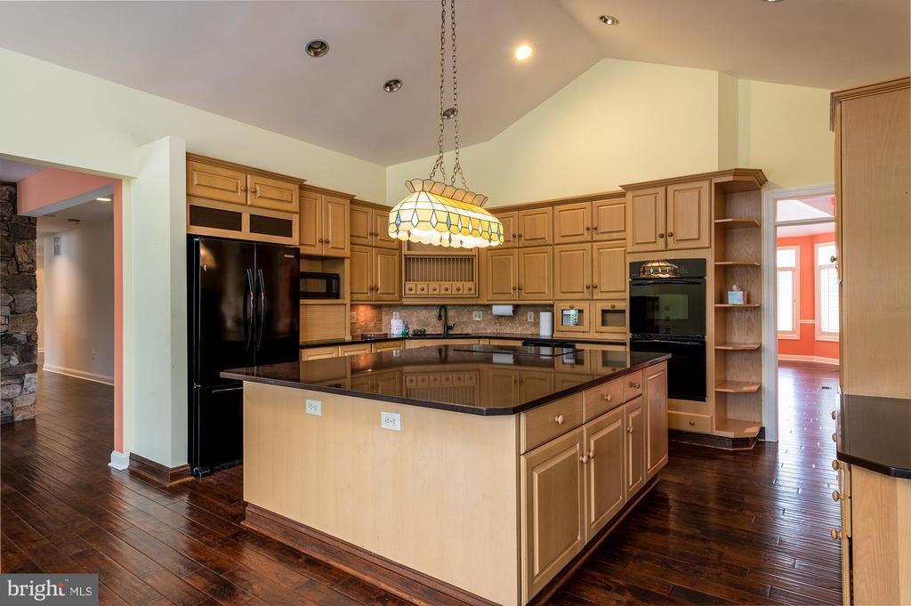 Main house kitchen - 8250 OLD COLUMBIA RD, FULTON