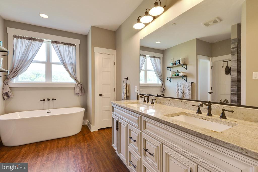 Owners En Suite Bathroom - 3341 KAETZEL RD, ROHRERSVILLE