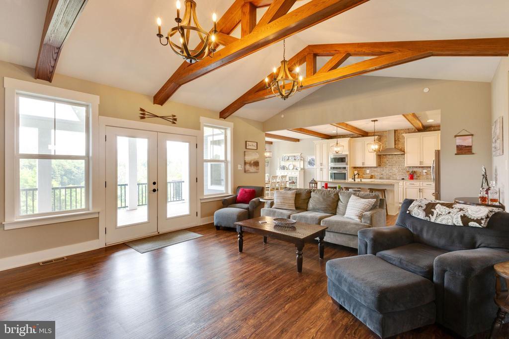 Family Room w/ Beams - 3341 KAETZEL RD, ROHRERSVILLE