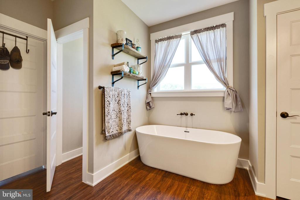 Owners En Suite w/ Soaking Tub - 3341 KAETZEL RD, ROHRERSVILLE