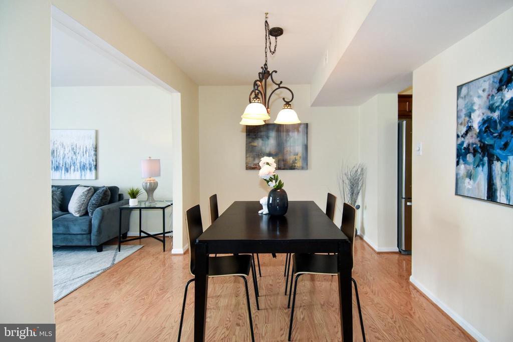 Huge dining room! - 6463 FENESTRA CT #50C, BURKE